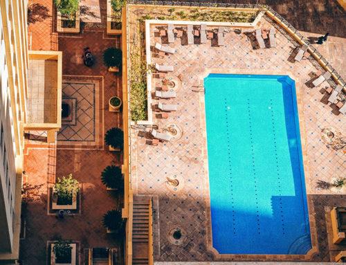 Mantenimiento diario de la piscina en una comunidad de propietarios