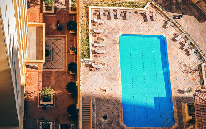 Mantenimiento diario de la piscina